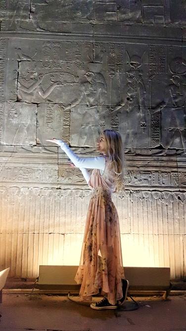 Zeul si Zeita Hator Primind Ofrande de la faraon