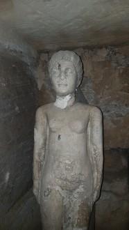 statuie de femeie romana in interiorul catacombelor de la Kom El Shoqafa Alexandria Egipt