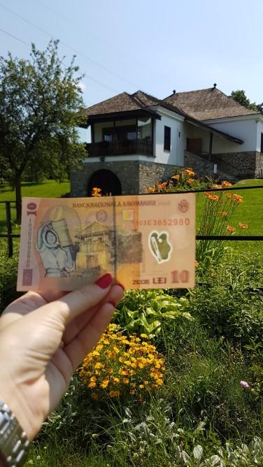 casa Parohiala din Campina care seamna cu cea de pe banconota de 10 lei