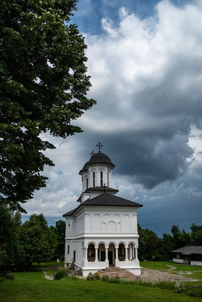 cea mai frumoasa biserica din Campina Biserica Sf Nicolae