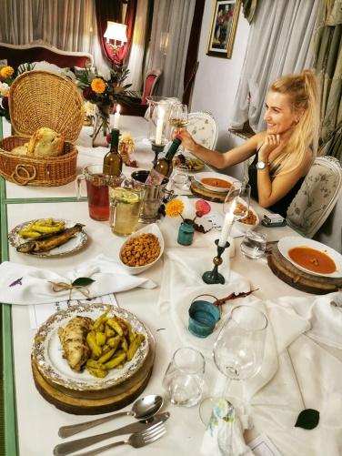 dinner set up table Cabana dintre Vii
