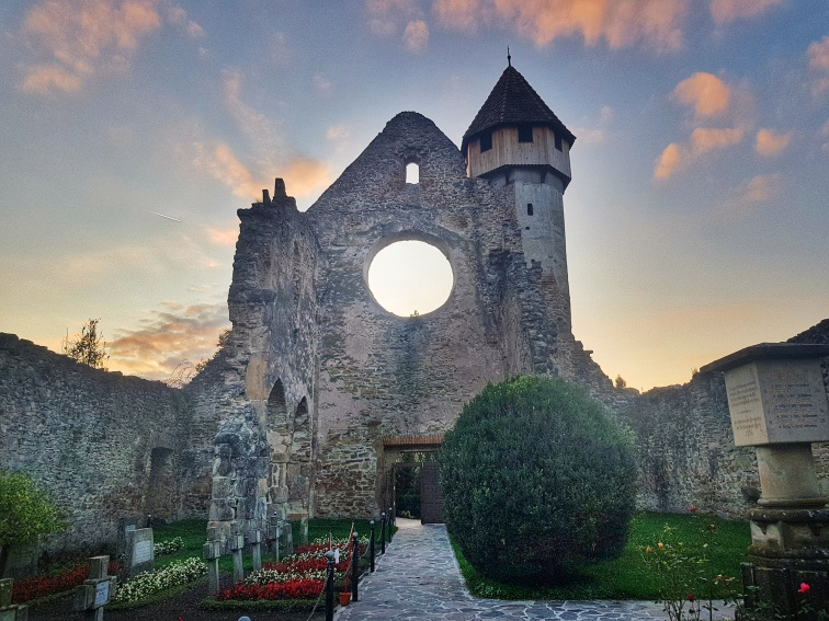 turnul clopotniței abația Cârța