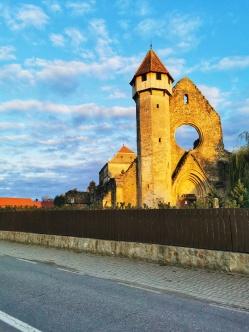 program vizitare abația cisterciană Cârța luni - duminica ora 10 18