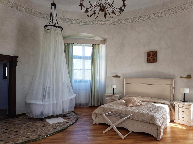 camerele de cazare decorate cu stil si rafinament la Castelul Bethlen Haller de la Cetatea de Alba