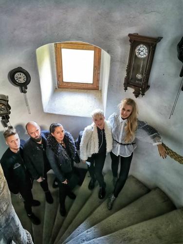 colectia de ceasuri cu pendul castelul Bethlen Haller la fiecare an aniversar dl Neclusesc proprietarul Castelul Jidvei primeste un ceas
