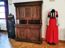costume traditionale din zona Transilvaniei expuse la Castelul Betheln Haller Jidvei