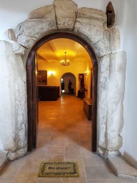 intrare din piatra in Castelul Jidvei Bethlen Haller de la Cetatea de Balta