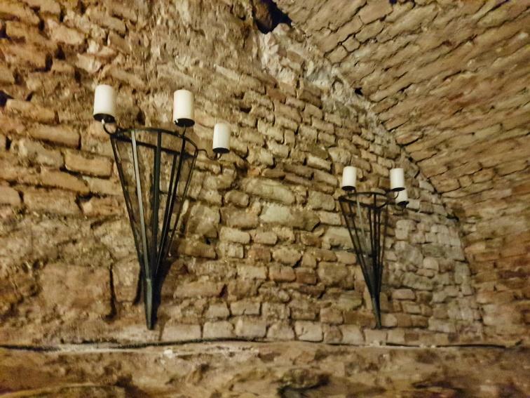 pivnita castelului Bethlen Haller unde sunt depozitate vinuril de colectie Jidvei