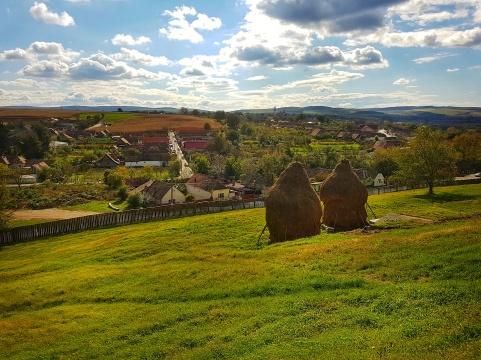 satul Cetatea de Balta vazut de sus de la Castelul Bethlen Haller