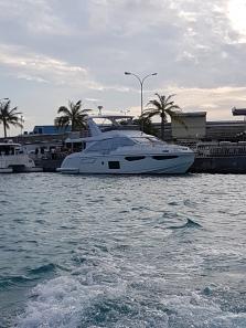 de la Velana International Airport la Fihalhohi Island Resort transferul se face cu barca se mare viteza