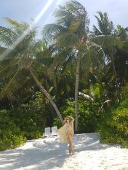 La Fihalhohi Island Resort se ajunge cu barca de mare viteaza in 45 de minute de la aeroportul din Male