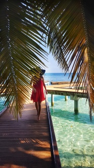 Maldive este recunoscuta pentru culoarea turcoaz a apei