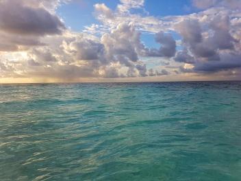 turquoise water maldives