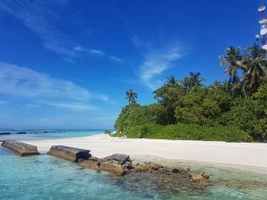 una dintre cele mai frumoase insule din Maldive - Fihalhohi Island Resort